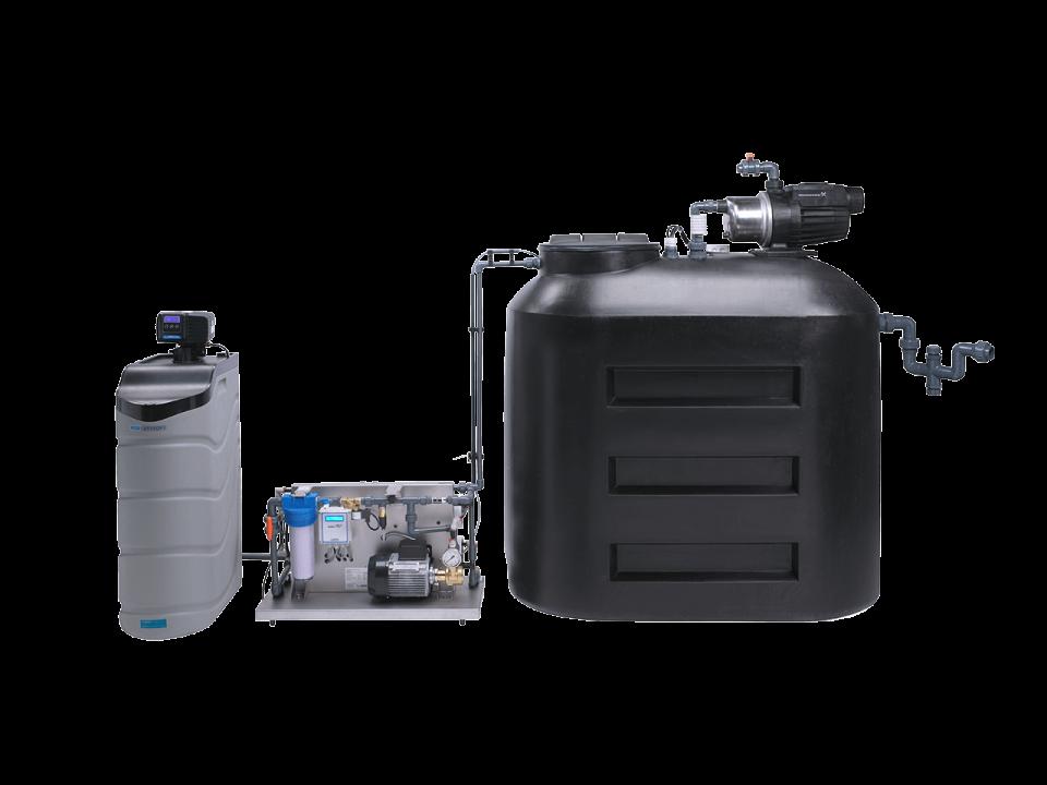 Un système de traitement de l'eau fait sur mesure avec un adoucisseur d'eau, un système Lubron OR et un réservoir tampon.